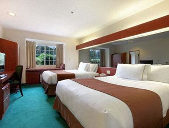 Microtel Inn &amp; Suites by Wyndham Columbia/Harbison Area : Standard Two Queen Bed Room 