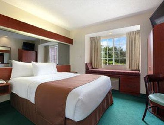 Microtel Inn &amp; Suites by Wyndham Columbia/Harbison Area : Standard Queen Bed Room 