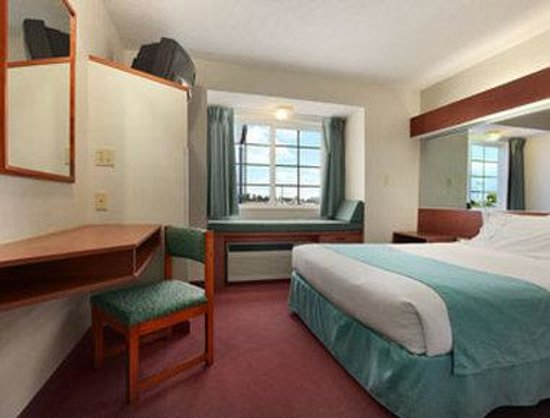 Microtel Inn by Wyndham Dry Ridge: Standard One Queen Bed Room