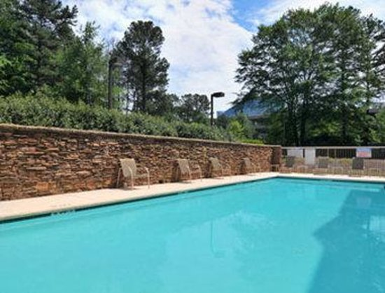 Microtel Inn & Suites by Wyndham Atlanta/Perimeter Center: Pool