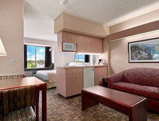 Microtel Inn & Suites by Wyndham Rochester: Suite