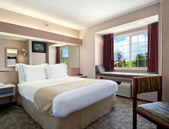 Microtel Inn & Suites by Wyndham Rochester: Standard Queen Bed Room