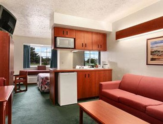 Microtel Inn & Suites by Wyndham Holland: Suite