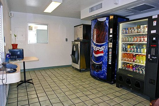 Motel 6 Ridgecrest: MVending