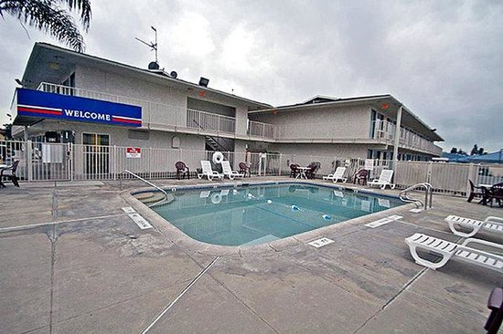 Motel 6 Tulare: MPool