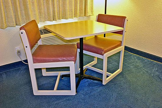Motel 6 Medford North: MTable