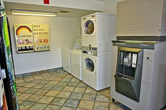 Motel 6 Medford North: MLaundry