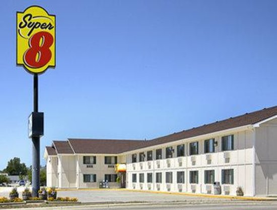 Storm Lake Super 8 Motel: Welcome to Super 8 Storm Lake