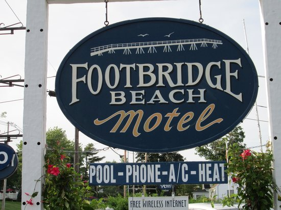 Footbridge Beach Motel: Footbridge Sign
