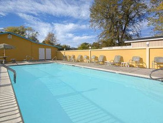 Upper Lake, CA: Pool