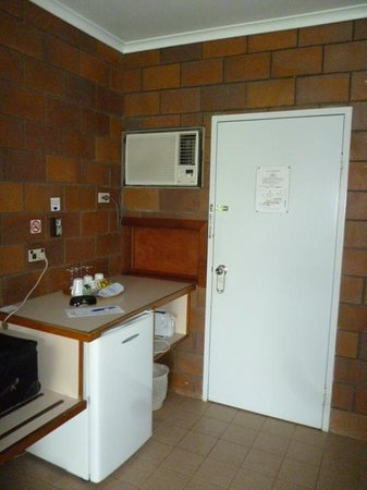 Malanda Lodge Motel: The Kitchenette area
