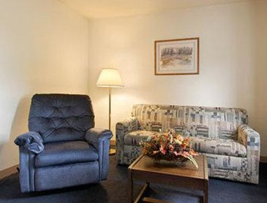 Super 8 Cromwell / Middletown: Suite