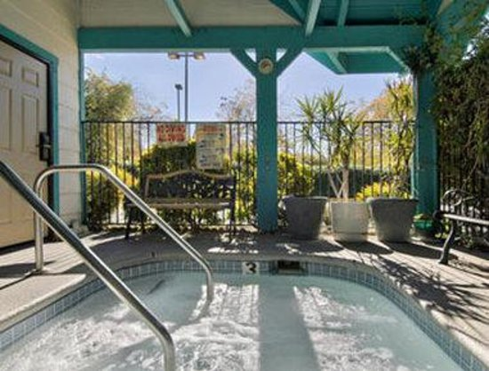 Super 8 Sacramento State Capital: Jacuzzi