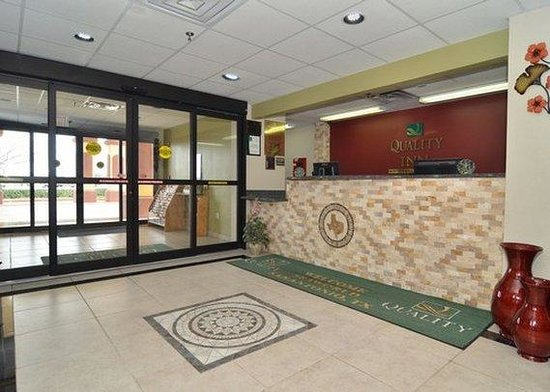 Quality Inn near Seaworld: front desk