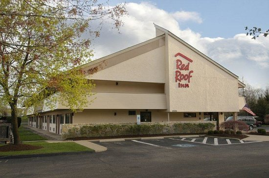 Red Roof Inn Cleveland - Westlake: Inn Exterior Landscaping
