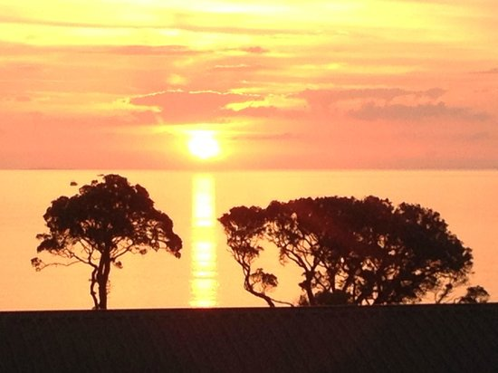 Great Barrier Island, Новая Зеландия: Summer Sunset from Manuka Lodge
