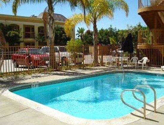 Knights Inn Westminster/Huntington Beach: Pool