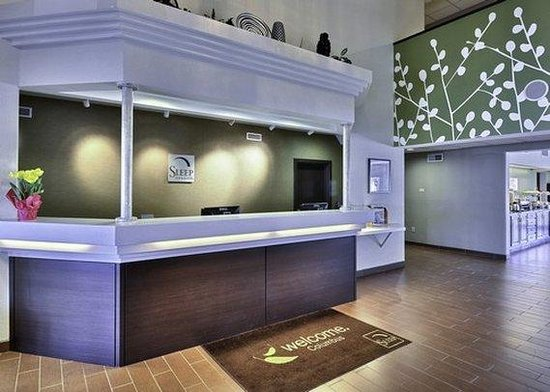 Sleep Inn &amp; Suites Lakeside: front desk