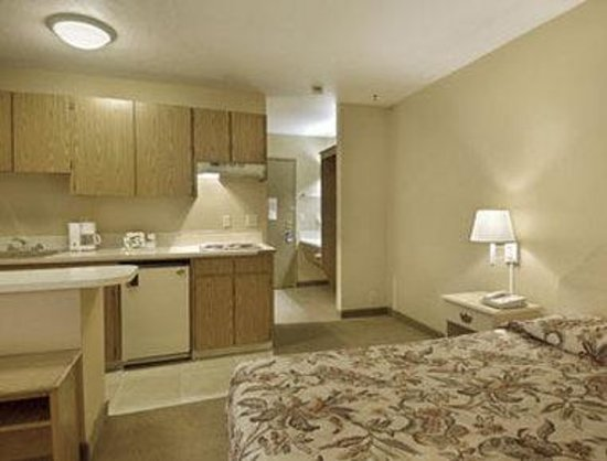 Travelodge Troutdale / East Portland / Gresham: Standard One Queen Bed with Kitchenette