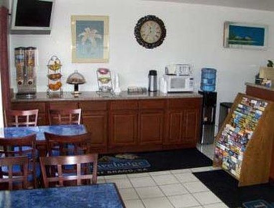 Travelodge Fort Bragg: Breakfast Area
