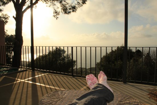 Alle Ginestre Capri Bed & Breakfast: Porch for resting feet!