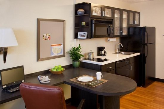 Candlewood Suites Detroit - Troy: Our Studio Suite Full Kitchen