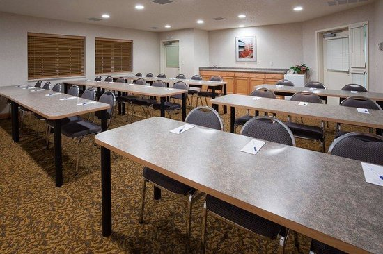 Candlewood Suites Appleton: Meeting Room