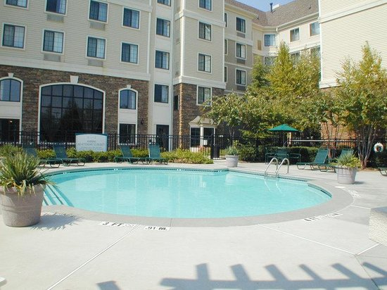 Staybridge Suites Atlanta - Perimeter Center East: Pool View