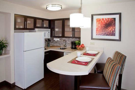 Staybridge Suites Atlanta - Perimeter Center East: Guest Suite