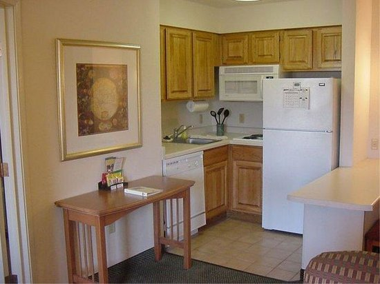 Staybridge Suites Eagan-Mall Of America: Full Kitchen