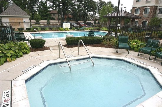 Staybridge Suites Detroit-Utica: Whirlpool