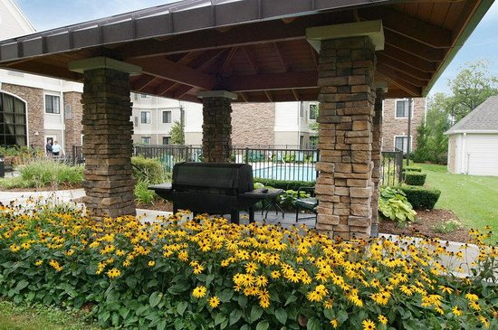 Staybridge Suites Detroit-Utica: BBQ Pavilion