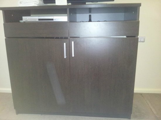 The Swanston Hotel, Grand Mercure: Cabinets assembled poorly and kept jamming our fingers