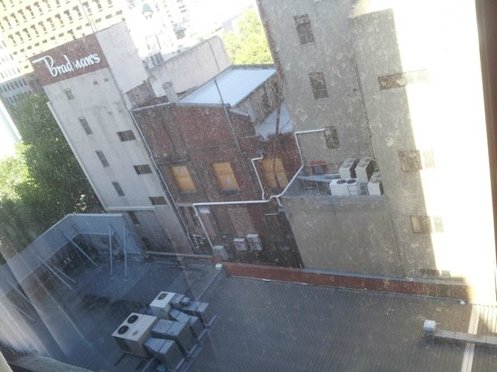 The Swanston Hotel, Grand Mercure: Horrible view and dirty windows