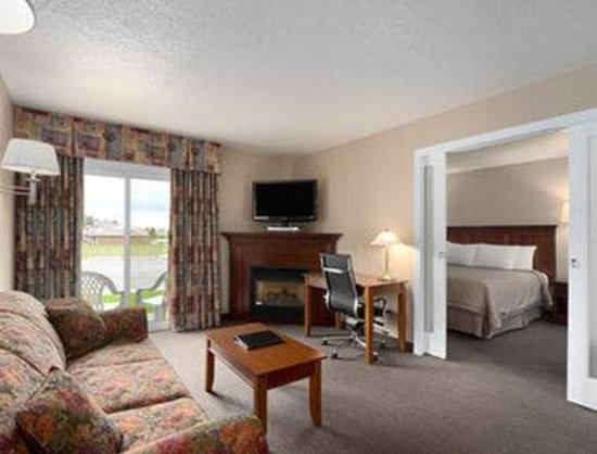 Super 8 Port Elgin: King Suite