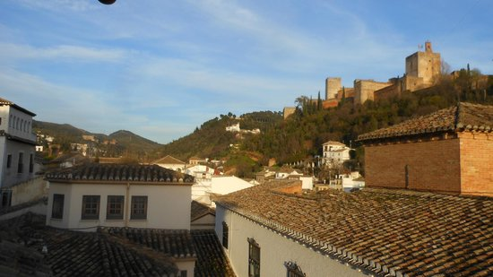 Apartamentos Muralla Ziri: The Alhambra from the balcony