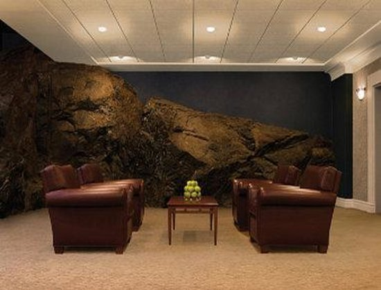 Days Inn &amp; Suites - Yellowknife: Lobby