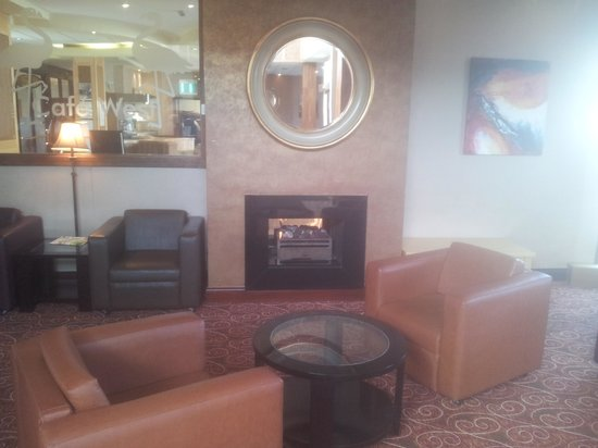 West County Hotel: sitting area by fire