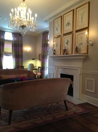 Morrison House, a Kimpton Hotel: sitting room at the Morrison House