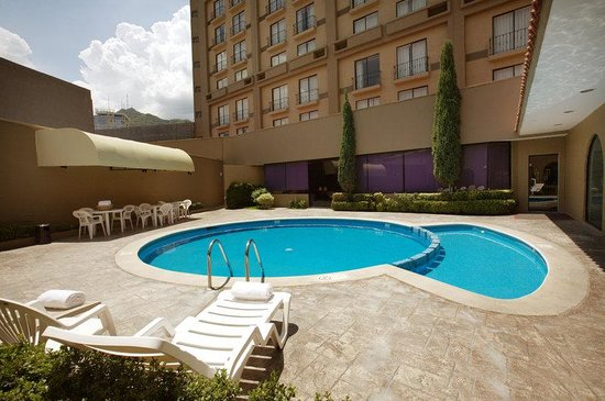 Fiesta Inn Monterrey Valle: Swimming Pool
