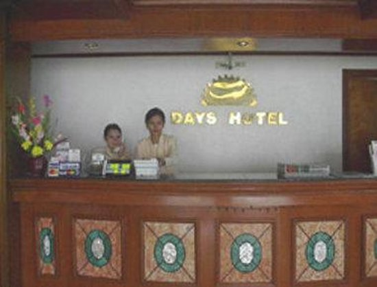Days Hotel Cebu Airport: Front Desk