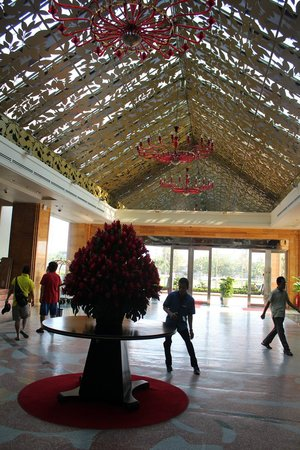 NagaWorld Hotel &amp; Entertainment Complex: Lobby
