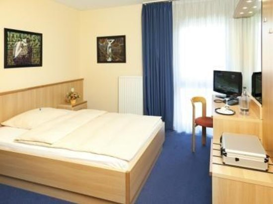 Monheim am Rhein, Germany: Single Room