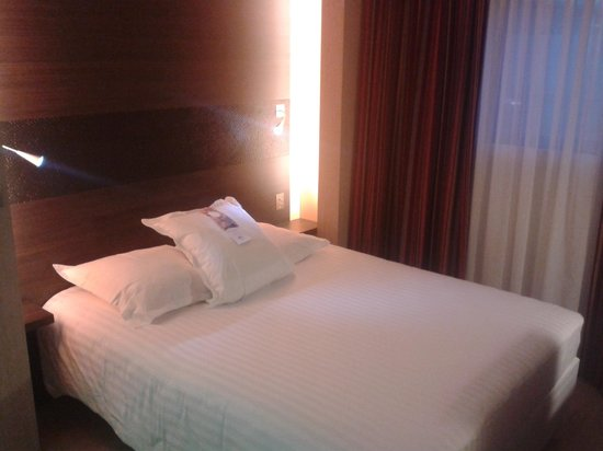 Hotel Oceania Paris Porte de Versailles: Htel Ocania Porte de Versailles - Chambre 1/2