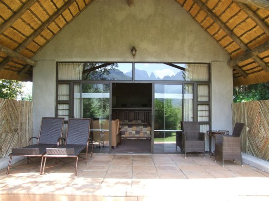 Cathedral Peak Hotel: Our private patio