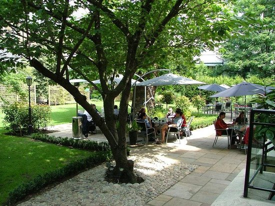 Crowne Plaza London Kensington: One acre private landscaped garden