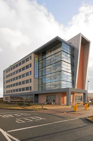 Holiday Inn Express Liverpool-John Lennon Airport: Hotel Exterior