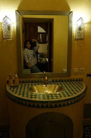 Riad Dar Beldia: Our bathroom