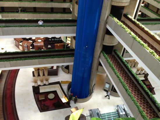Hyatt Regency O'Hare: Looking down into part of the lobby.