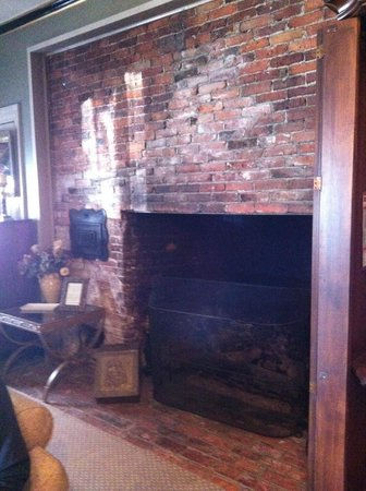 Inn by the Bandstand: Fireplace in our bedroom!